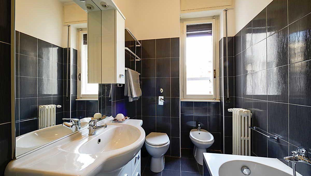 01-Zum36_25A&B-Bathroom