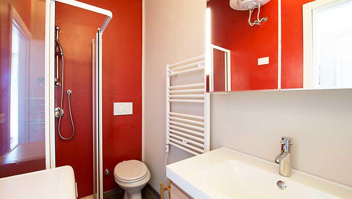 01-Zum36_32B-Bathroom