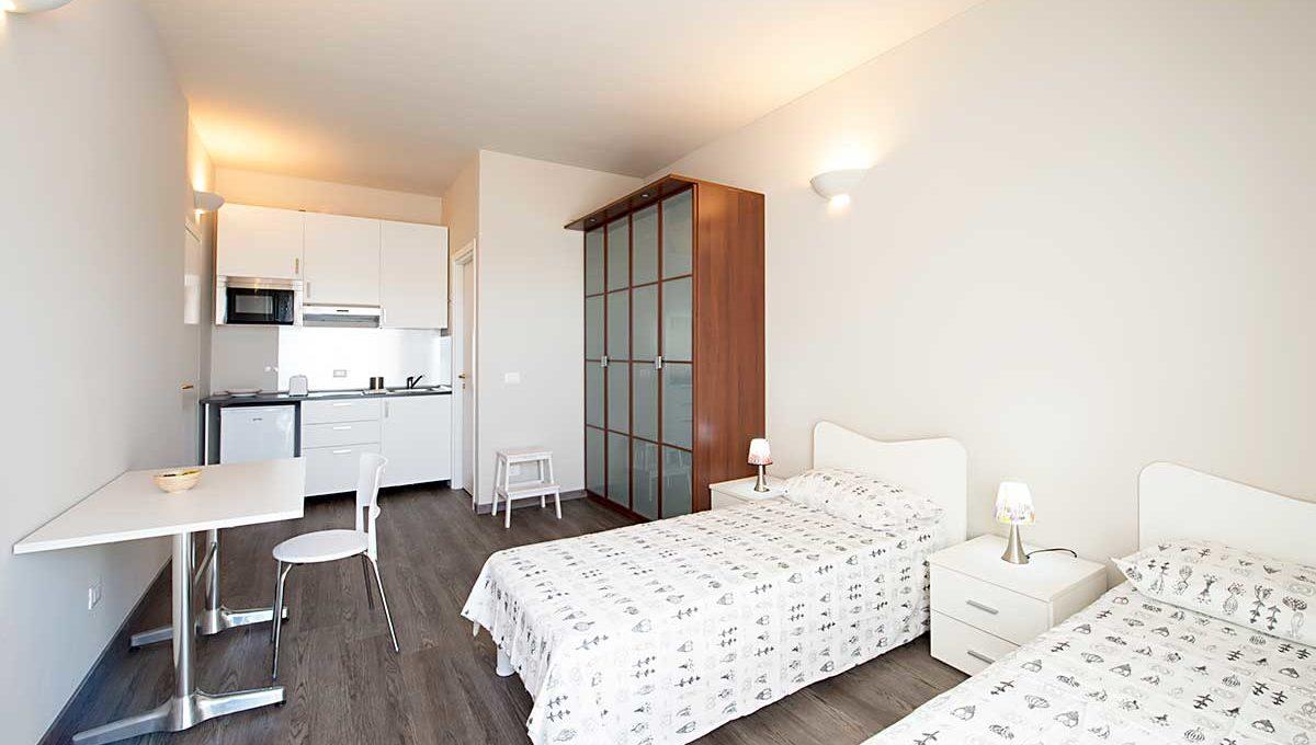 01-Zum36_32B-Bedroom2
