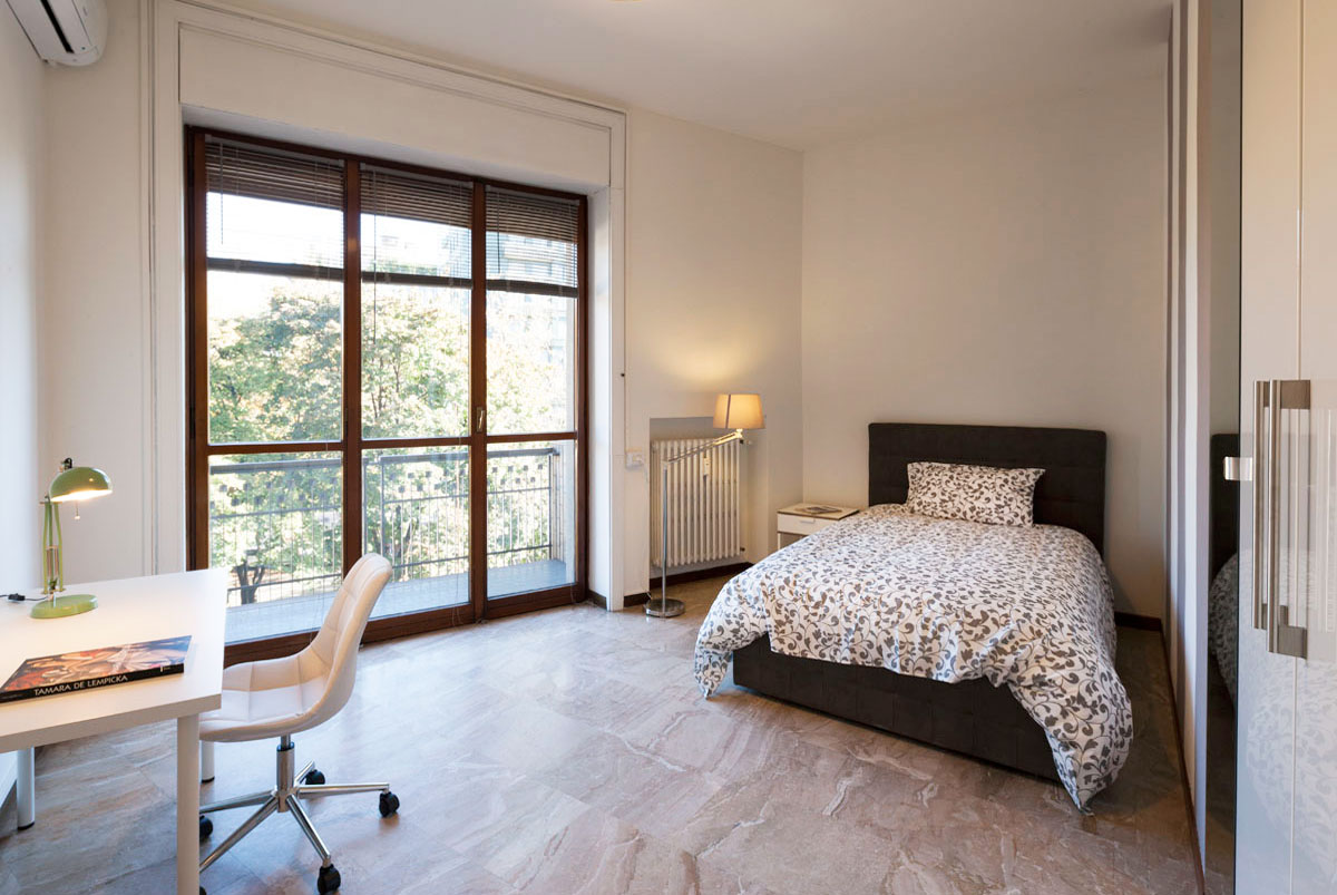 Single bedroom in a 6 bedrooms apartment • 13A