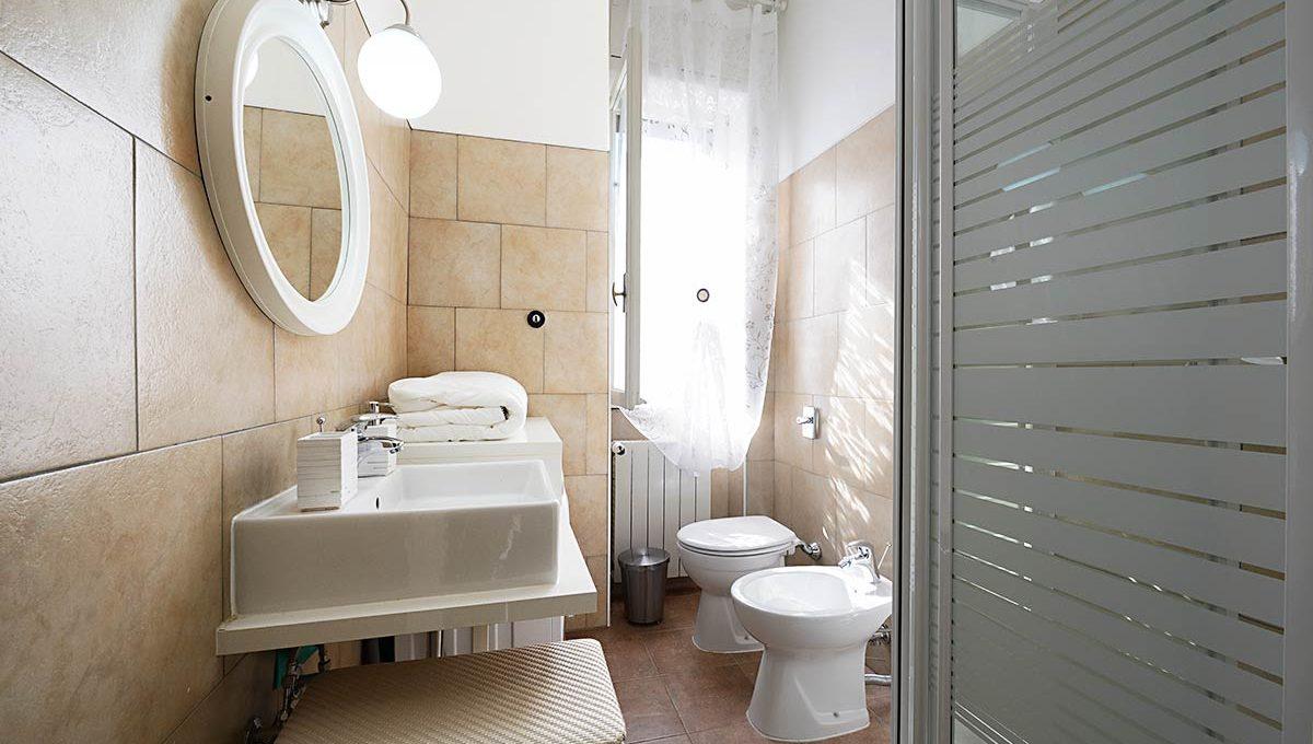 Zum36-28AB_Bathroom