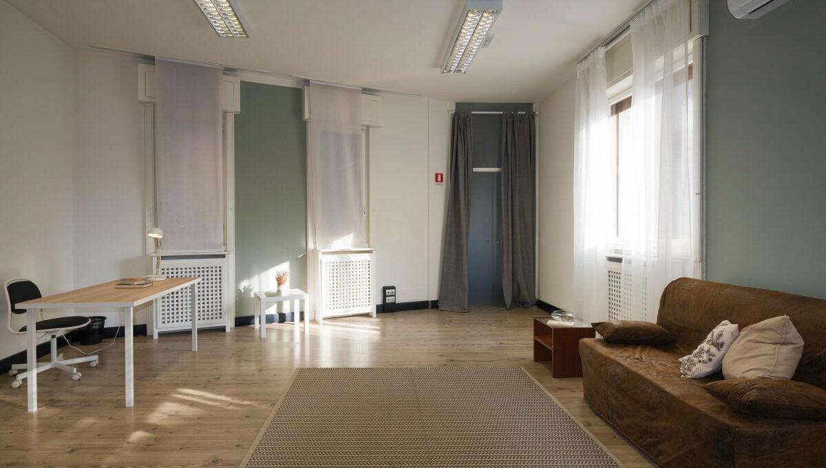 Piazzale-Biancamano-Milano-soggiorno-H